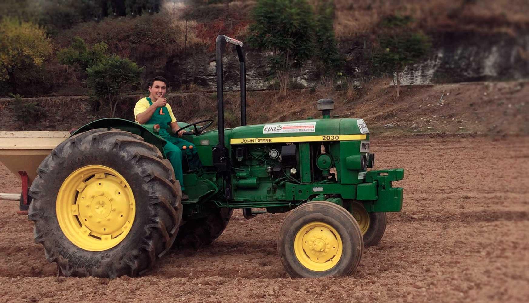 Epa-Escola-Profissional-Agricultura-Tecnologias_CEF-Operador-Maquinas-Agricolas